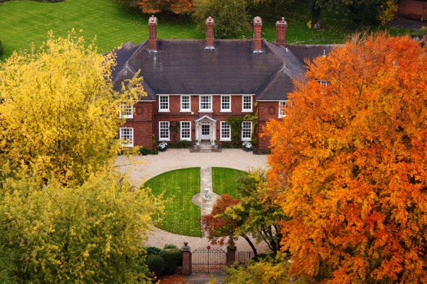 mansion-in-autumn-871297104754mGb